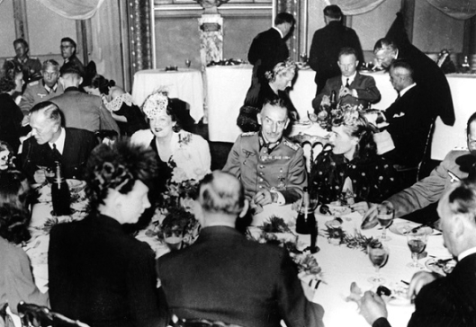 Nazis dining at the Berlin opera, Germany, c1939-1944. (Photo by Art Media/Print Collector/Getty Images)