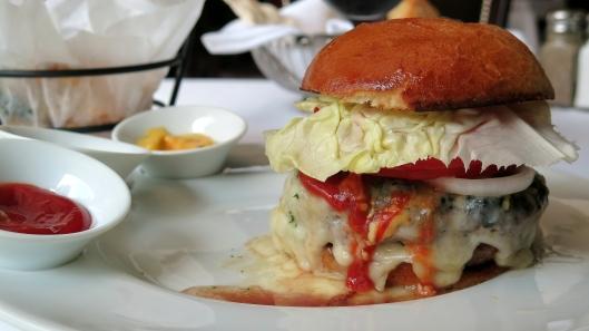 CAPITAL GRILL burger completa
