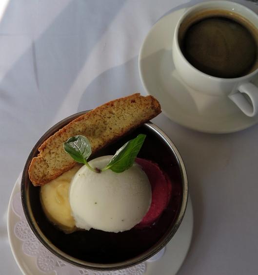 CAPITAL GRILL helado y café