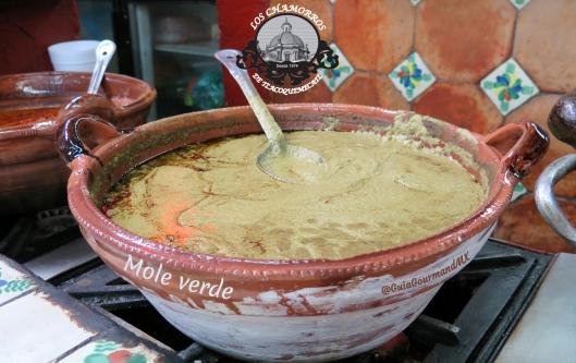 LOS CHAMORROS mole verde -4.jpg